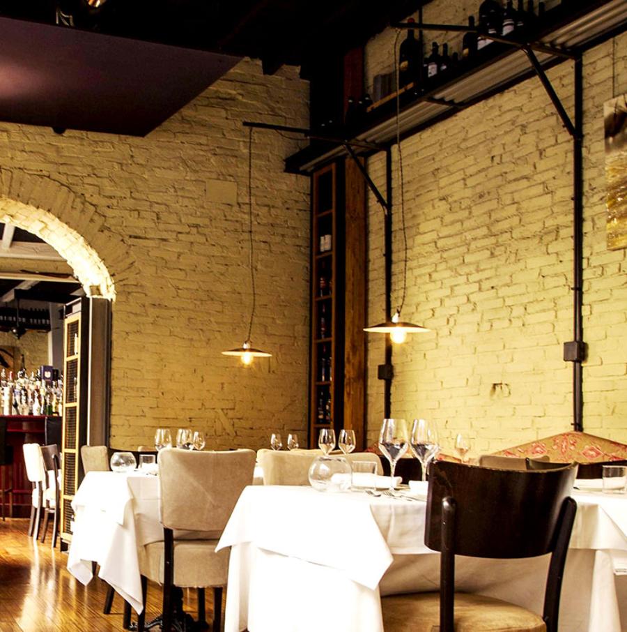 Modern Restaurant Interior Design by Studio ARKjPAN